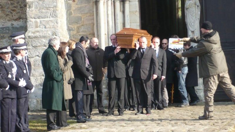 Séquence: L'enterrement de Max Rossi