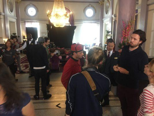 Groom dans le Hall de Grand Hôtel de Cabourg
